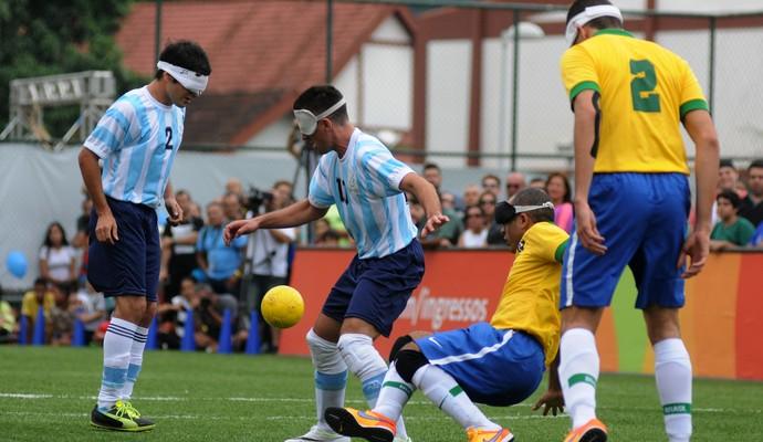 Brasil encara a Argentina no desafio de futebol de 5 (Foto: André Durão)