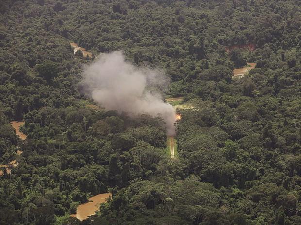 FAB destroi pista de pouso clandestina em Roraima (Foto: Divulgação/Wellington Simo/FAB)