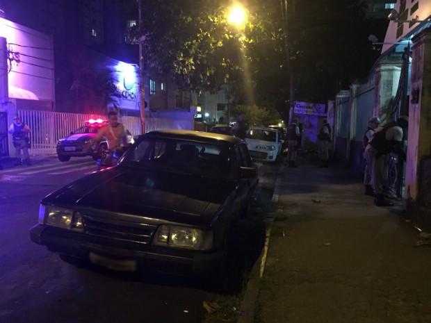 Morador de rua é morto a facadas após discussão (Foto: Giana Mattiazzi/TV Bahia)