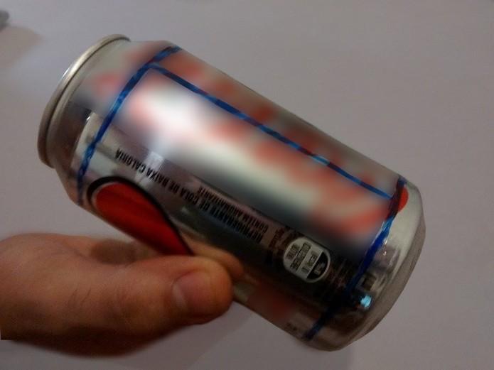 Linha vertical do lado oposto ao da abertura da lata (Foto: Reprodução/Raquel Freire)