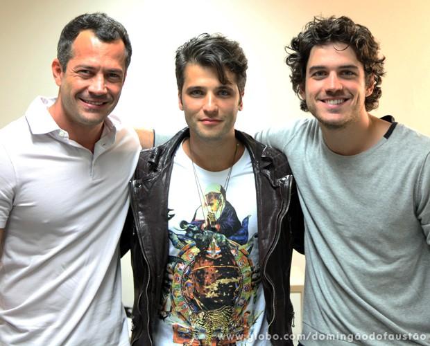 Malvino Salvador, Bruno Gagliasso e Marco Pigossi juntos no camarim (Foto: Jacson Vogel / TV Globo)