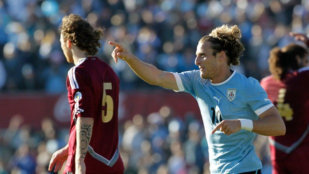 forlan uruguai x venezuela (Foto: Reuters)