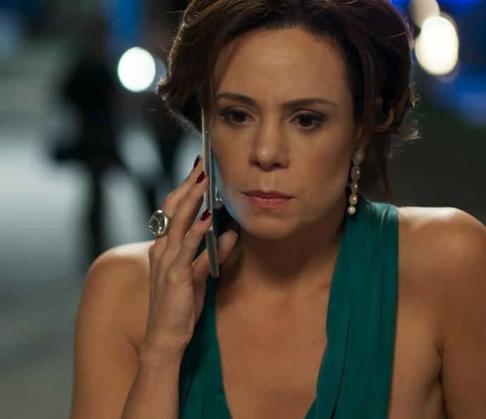 Ana fica sabendo que Rodrigo foi preso! (Foto: TV Globo)