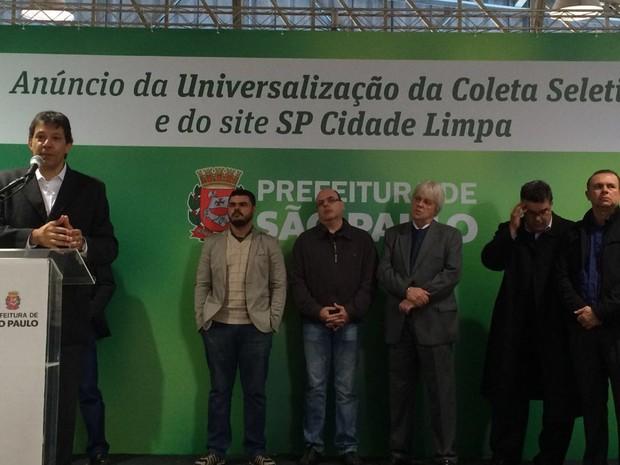 Prefeito de São Paulo, Fernando Haddad, anuncia nesta segunda-feira (22) que a coleta seletiva chegou a todos os distritos da capital paulista  (Foto: Vivian Reis/G1)