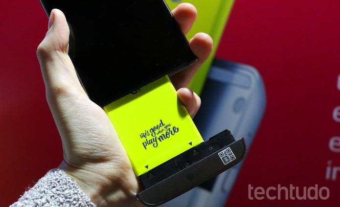 LG G5 SE tem design modular e bateria removível (Foto: Luciana Maline/TechTudo)
