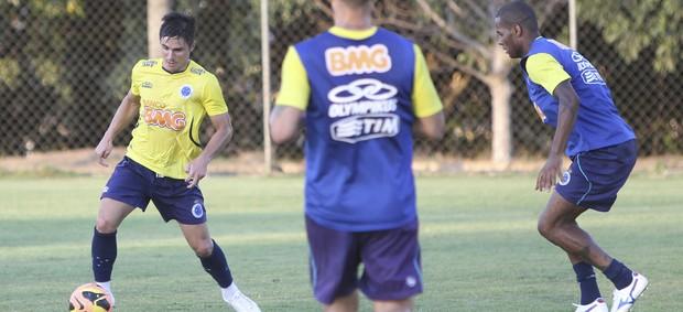 Willian; Cruzeiro; Toca da Raposa II; treino (Foto: Washington Alves / Vipcomm)