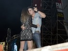 Luan Santana tira fã para dançar com ele no palco
