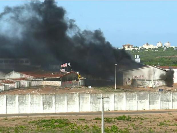 Fumaça em presídio no Rio Grande do Norte (Foto: Reprodução/GNEWS)