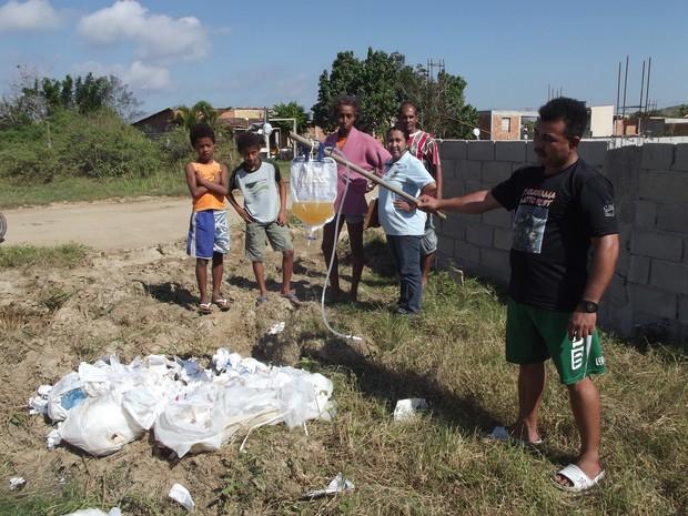lixo hospitalar em são pedro da aldeia (Foto: Heitor Moreira/G1)