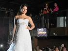 Recém-separada, ex-BBB Kamilla desfila vestida de noiva em Belém