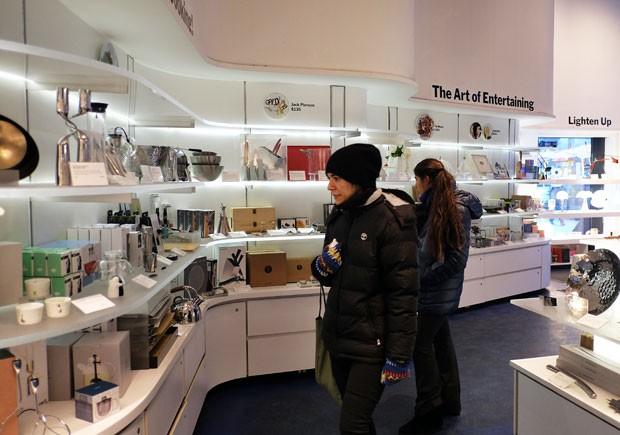 b1f03e033bd Loja de souvenir do MoMA