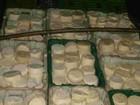 PRF-GO apreende caminhão com quatro toneladas de queijo estragado