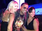 Chris Brown curte noite na mansão da 'Playboy', diz site