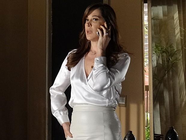 Lívia está preocupada com o desaparecimento de Wanda (Foto: Salve Jorge/TV Globo)