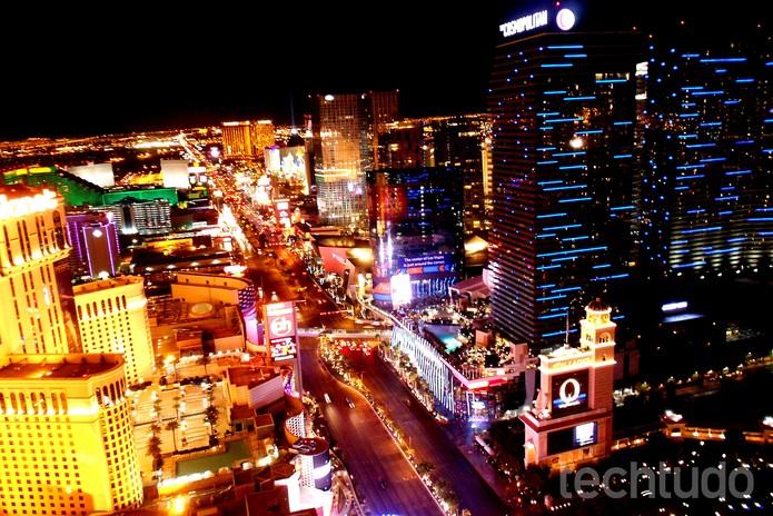 Não tenha medo do escuro: as luzes da cidade podem te render ótimas fotos  (Foto: Juliana Pixinine/TechTudo)