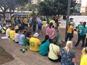 Verde e amarelo são as cores que predominam no protesto em Passo Fundo (Foto: Eder Calegari/RBS TV)