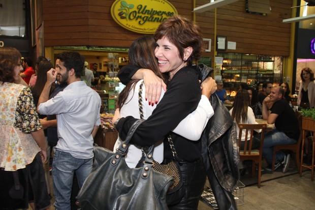 Dira Paes e Helena Fernandes em estreia de teatro no Rio (Foto: Thyago Andrade/Fotorio News)