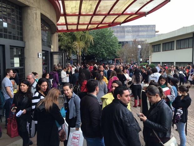 Candidatos realizam prova da OAB na PUC em Porto Alegre (Foto: Igor Grossmann/G1)