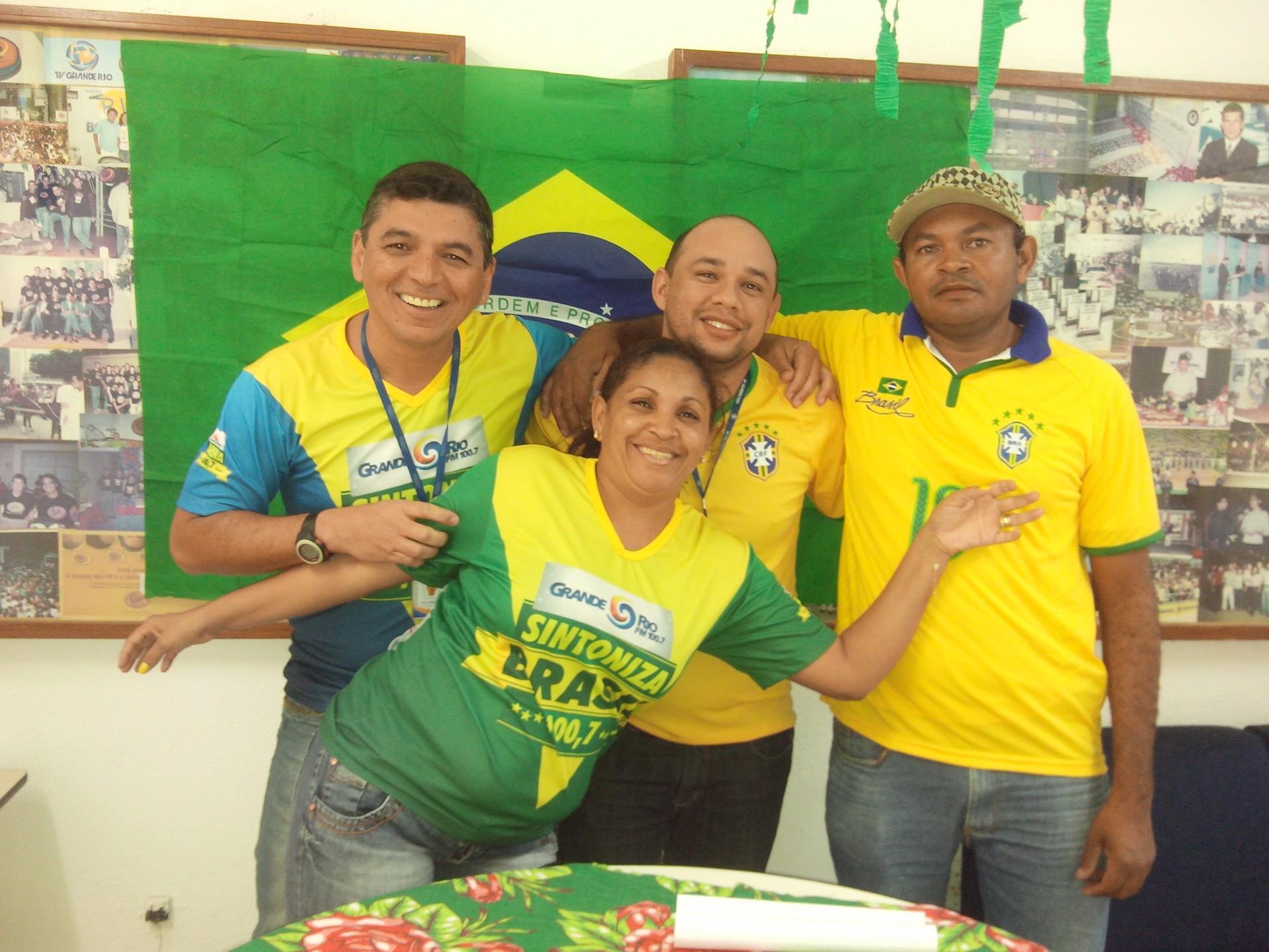 Clima de Copa do Mundo na TV Grande Rio (Foto: Gabriela Canário)