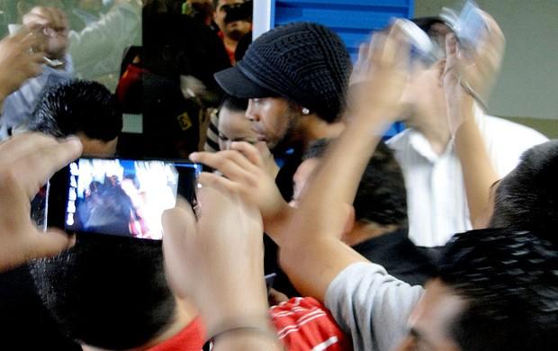 Ronaldinho Gaúcho desembarque Atlético-MG (Foto: Leonardo Simonini)