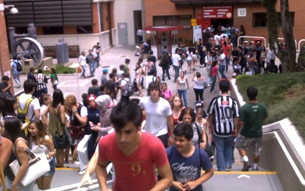 Entrada de vestibulandos para a prova do Mackenzie, em São Paulo (Foto: Ana Carolina Moreno/G1)