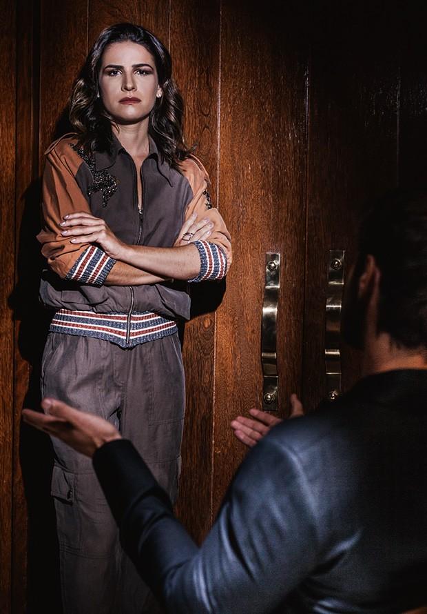 Ela veste jaqueta e calça Renata Campos. Anel Le Tolentino.  na outra pág., Ela veste vestido Bo.bô. Brinco Eleonora Hsiung (Foto: João Bertholini)