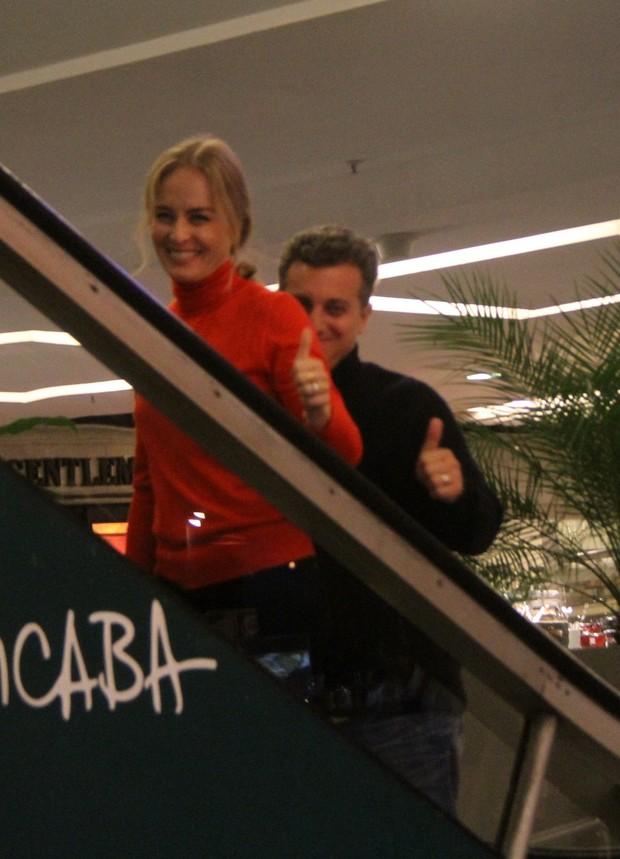 Angélica e Luciano Huck em shopping na Zona Sul do Rio (Foto: Daniel Delmiro/ Ag. News)