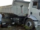 Homem morre após bater carro em caminhão no Sertão da Paraíba