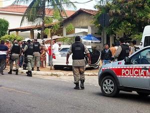 Adolescentes bateram o carro após serem perseguidos pela polícia (Foto: Thais Mori/VC NO G1)