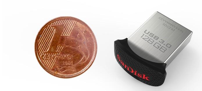 pendrive-sandisk-moeda-1 (Foto: Pen drive compacto é do tamanho de moeda de 1 centavo (Foto: Divulgação/SanDisk))