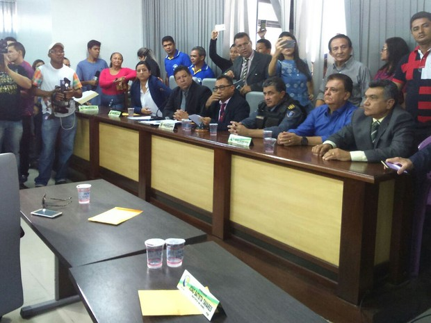 Vice é empossado após prisão de prefeito preso acusado de estupro em Santa Inês (MA) (Foto: Hudson Braz / TV Mirante)
