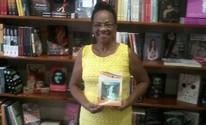 Ex-catadora de recicláveis realiza sonho e lança livro de poesias (Maria Lourdes da Silva/ Divulgação)