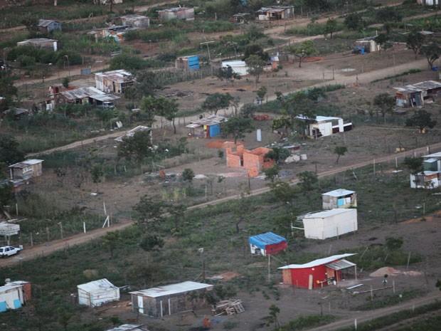 Imagem áerea mostra construções em área invadida no Distrito Federal (Foto: Divulgação/Seops )