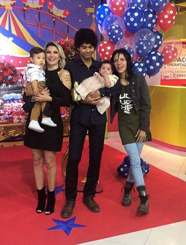Antonia com Salvatore, Samuel, Charlotte e Tabil (Foto: Reprodução Instagram)