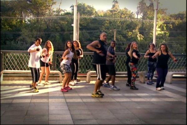 Vida e Saúde mostra uma aula de dança para queimar calorias! (Foto: Reprodução, RBS TV)