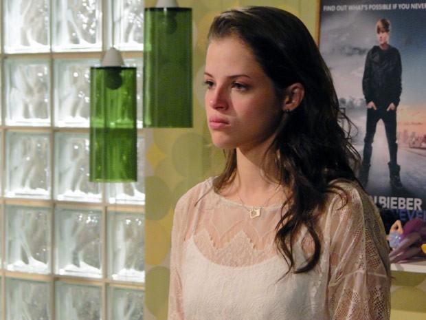 Ju chora ao saber de toda a verdade por Lia (Foto: Malhação / TV Globo)