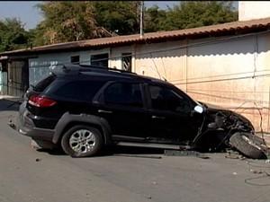 Suspeitos fugiaam após assalto no Jusa Fonseca em Divinópolis (Foto: Reprodução/TV Integração)