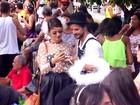 Fantasiados, Sophie Charlotte e Daniel Oliveira curtem bloco de rua