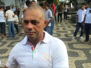 Pai do estudante morto após espancamento ao sair de boate gay em Salvador (Foto: Henrique Mendes/G1)