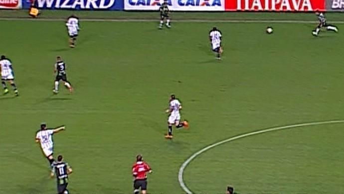 Lance do jogo entre América-MG x Bragantino (Foto: Reprodução/ Premiere)