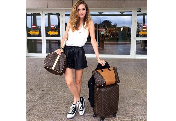 Chiara Ferragni usou um look bem fresh para fazer uma viajem curtinha! (Foto: Instagram)