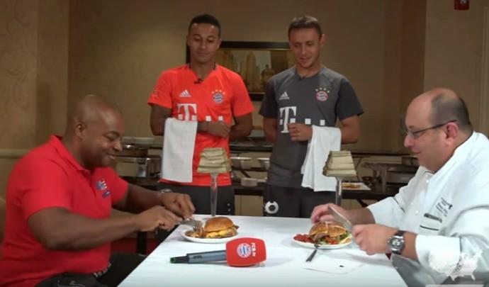 BLOG: Bayern na cozinha: Thiago Alcântara e Rafinha têm desafio de hambúrguer