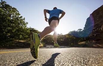 Não erre tentando acertar! Mudar biomecânica ao correr pode ser ruim