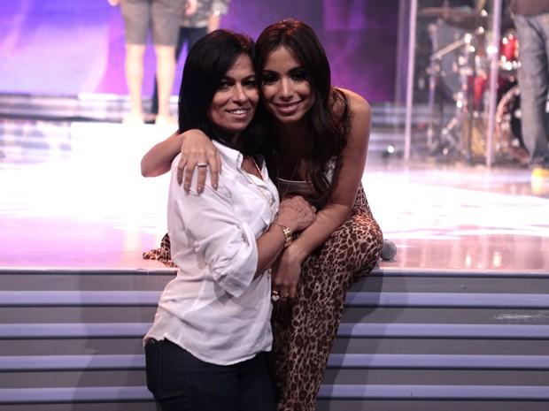 Anitta e a mãe (Foto: Pedro Curi/TV Globo)
