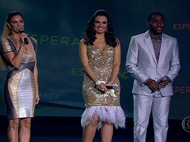 Patrícia Poeta, Lázaro Ramos e Fernanda Lima foram os apresentadores do Criança Esperança. (Foto: Reprodução/TV Globo)