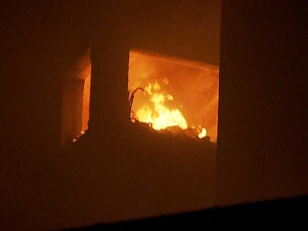 Fogo atingiu prédio no Centro de SP (Foto: Reprodução / GloboNews)