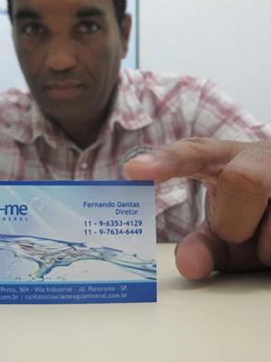 Fernando Dantas, dono de empresa de distribuição de água que já tem o novo cartão  (Foto: Márcio Pinho/G1)