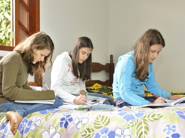 Trigêmeas foram incentivadas por irmã mais velha (Foto: Guilherme Ferrari/ G1)