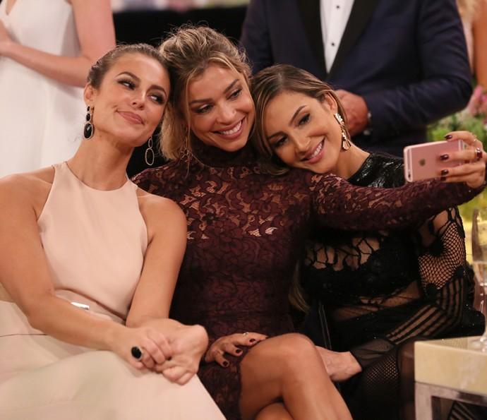 Grazi Massafera faz selfie com Paolla Oliveira e Claudia Leitte (Foto: Isabella Pinheiro / Gshow)