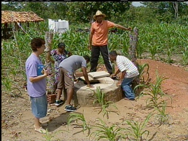 Cisternas são construídas por um mutirão de voluntários (Foto: Reprodução/TV Anhanguera)